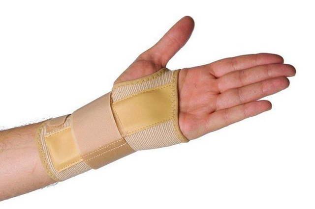 Лечение гигромы запястья без операции лазером и компрессами