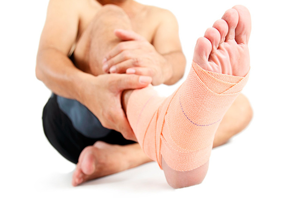 Гигрома стопы: лечение, фото, симптомы и удаление